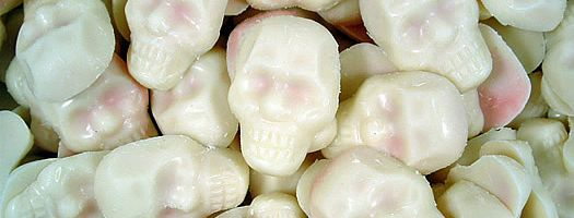 STRAWBERRY AND CREAM SKULLCRUSHERS,gelatine-free gelatin free strawberry strawberries Choco Heaven  Scary  Cream  Strawberry  sweets,retro sweets,retro sweetshops,liquorice sweets,toffees,toffee sweets,boiled sweets